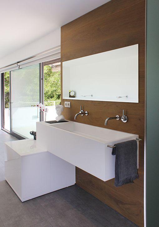 Dormitorio con cuarto de ba o integrado muebles de lavabo for Muebles cuarto bano