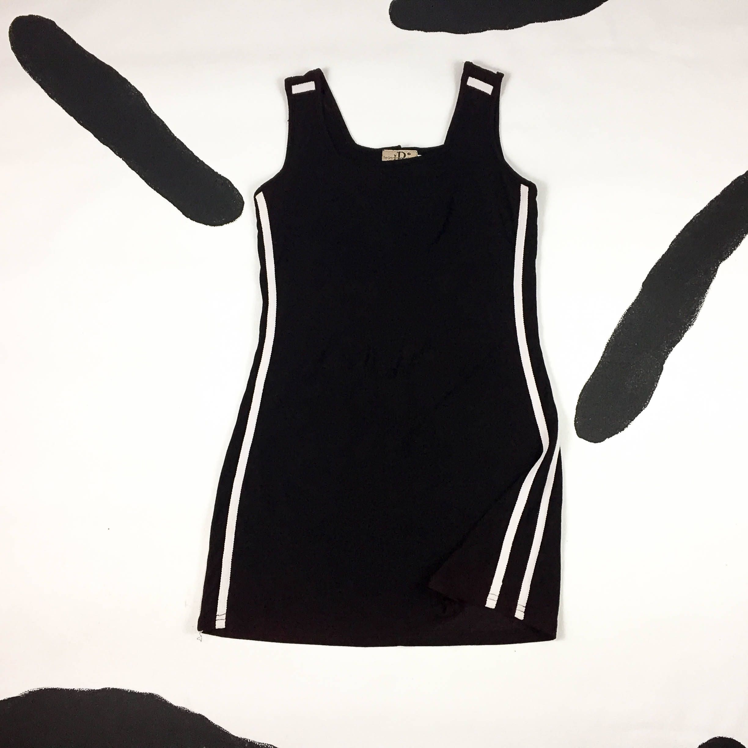 90s Black and White Racing Stripe