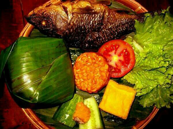 Nasi Timbel Fragrant Rice Wrapped With Banana Leaf With Signature