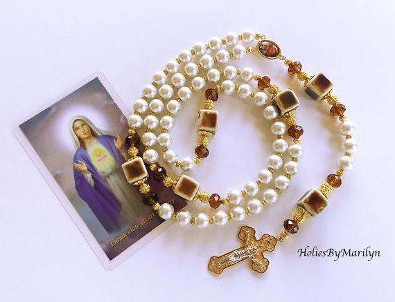 ce40bb5df558 Grande y Delicado Rosario Catolico. Recuerdo Religioso. Rosario color  Crema. Virgen Inmaculado Corazón de Maria. Cruz en Gold Filled.