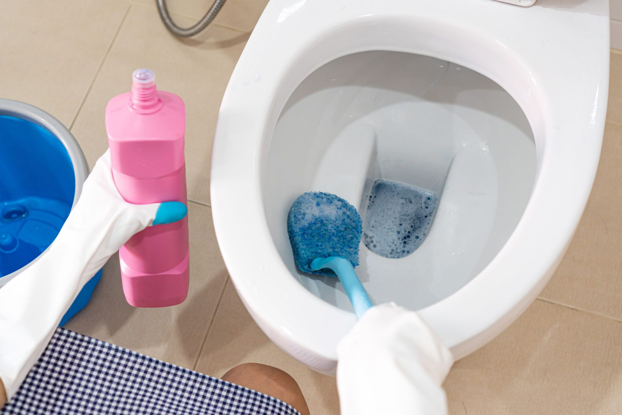 Keep Your Toilet Bowl Naturally Clean Bill Fenwick Plumbing In 2020 Toilet Bowl Toilet Repair Cleaning