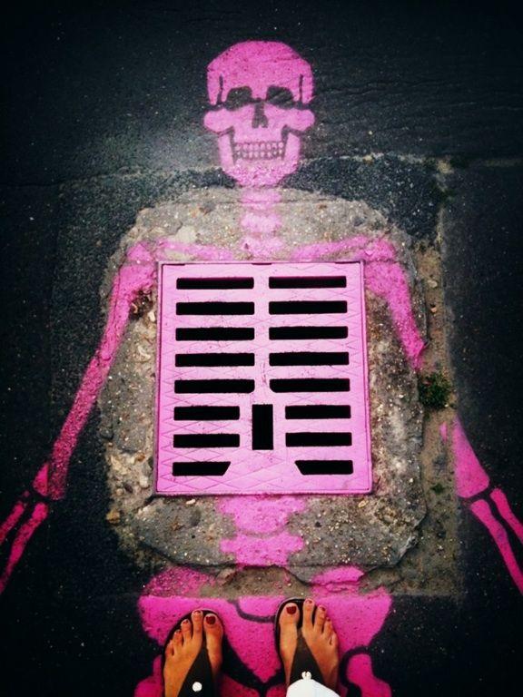neon skull street art