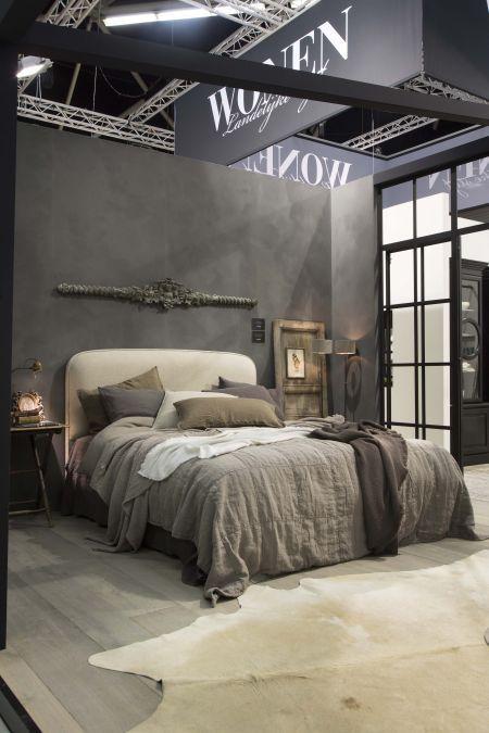 Deze mooie landelijke slaapkamer laat goed zien dat rommelig ook ...