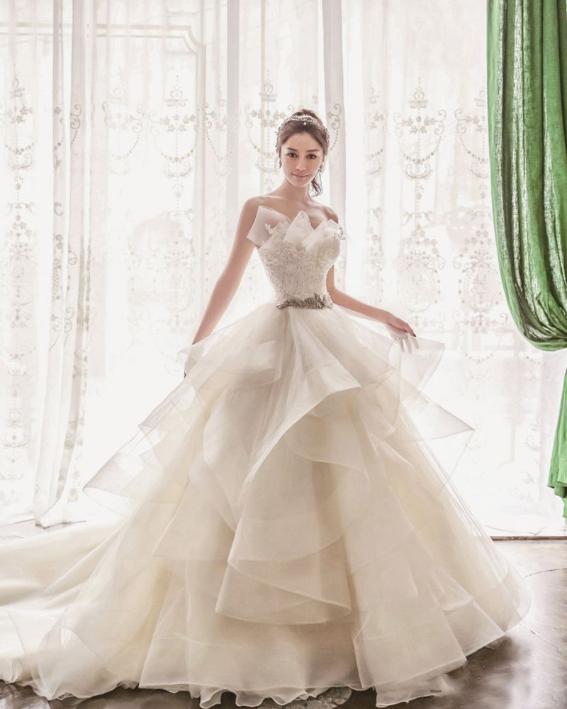 20 ultra romantic wedding dresses with a dash of sweet modern twist wedding dresses contemporary wedding dress ball gowns wedding