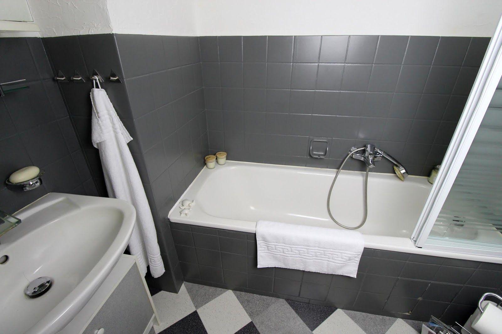 Diy Badezimmer Streichen Und Renovieren Mit Fliesenfarbe Badezimmer Streichen Badezimmer Badezimmer Rustikal