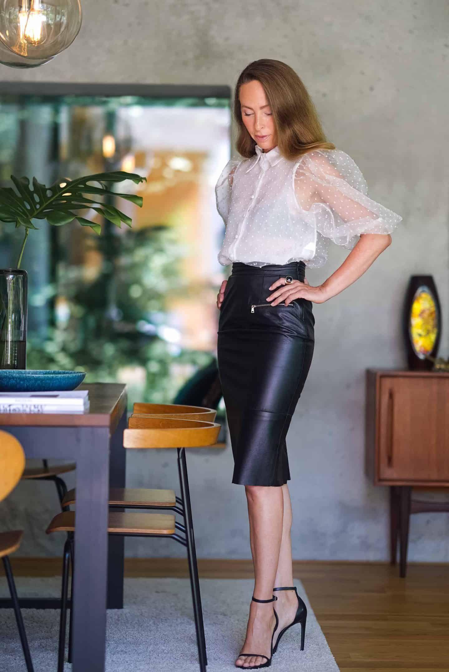 Curves | Lederrock outfits, Lederrock, Kleider damen