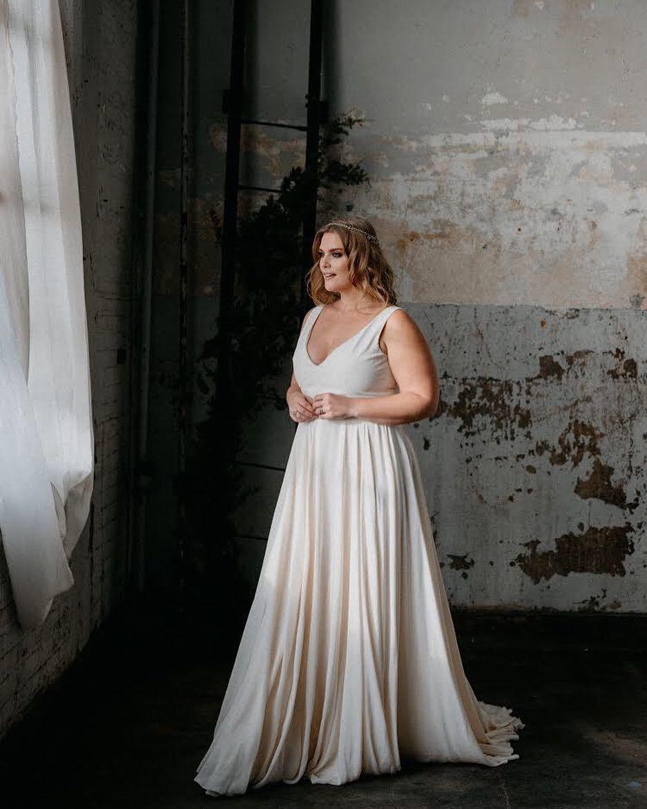 Pin by Bridal Parlour on REBECCA SCHONEVELD | Curvy bride ...