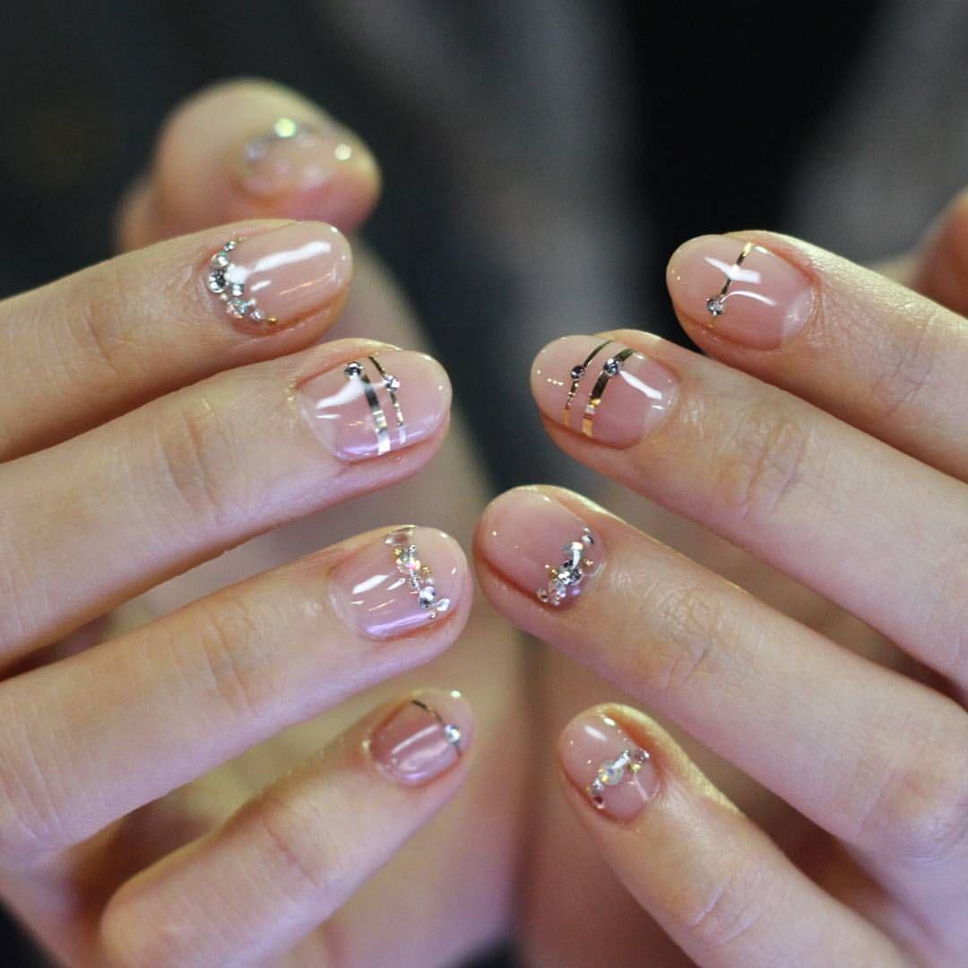 Minimalist nail art | negative space nail art | beauty | Pinterest ...