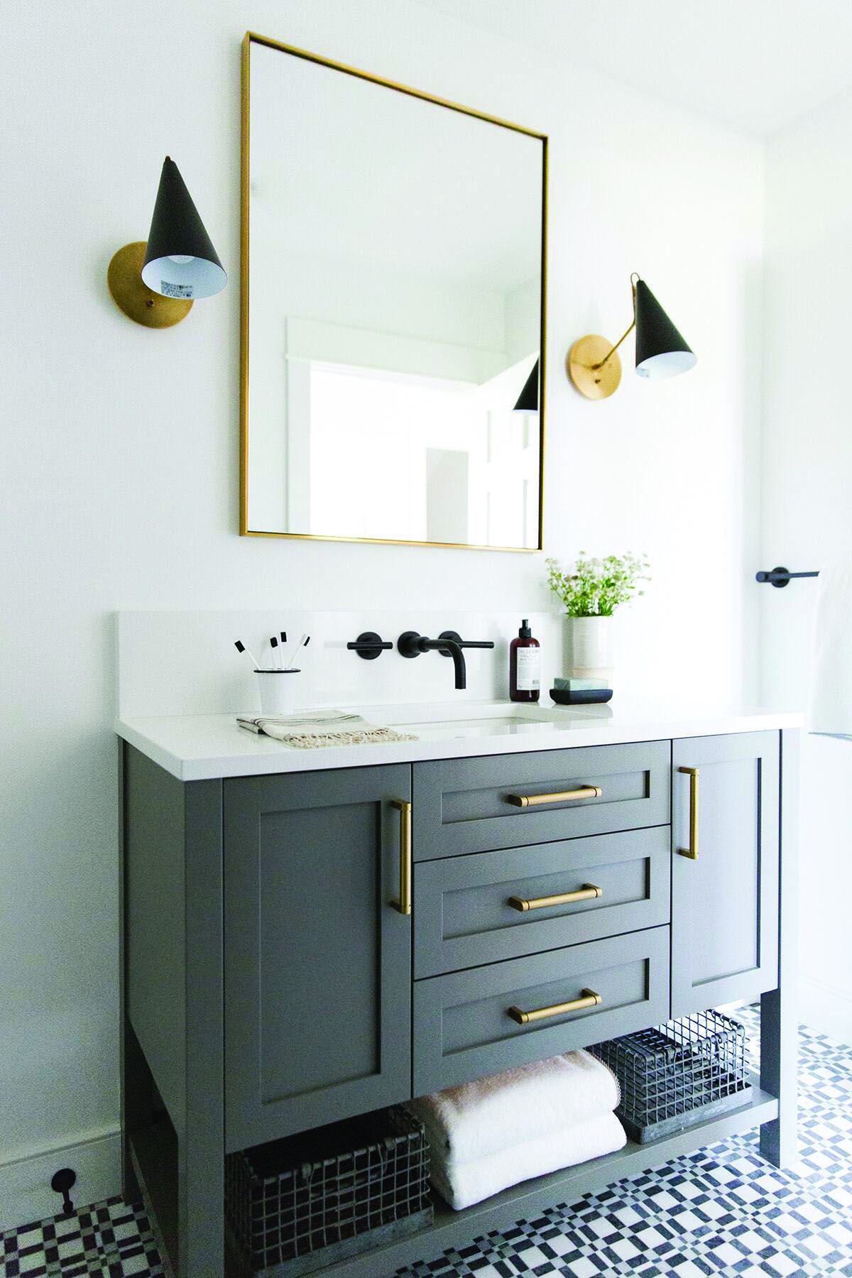 Pretty Narrow Depth Bathroom Vanity Ideas That Will Blow Your Mind Guest Bathroom Small Traditional Bathroom Guest Bathroom