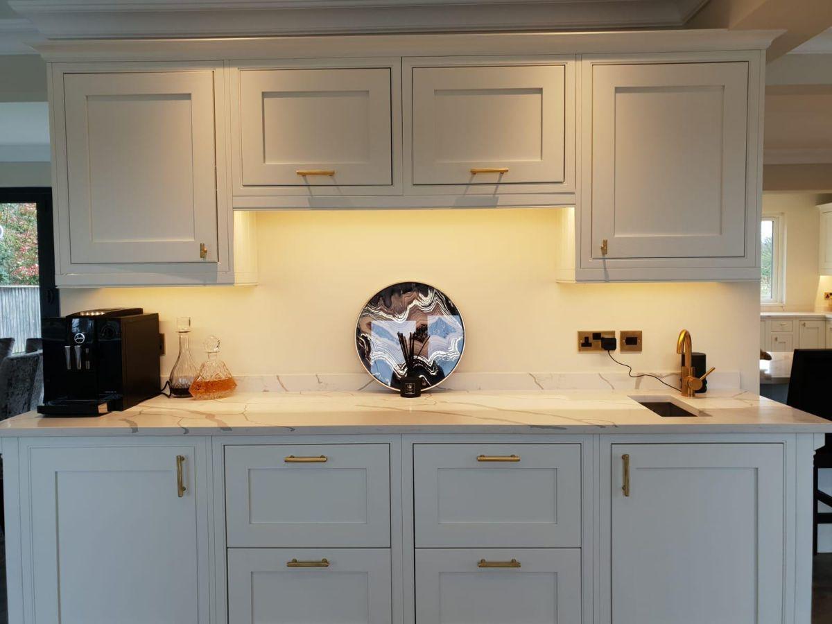 Calacatta Marble Effect Quartz Worktops Quartz Worktops Brown Mirror Cream Mirrors