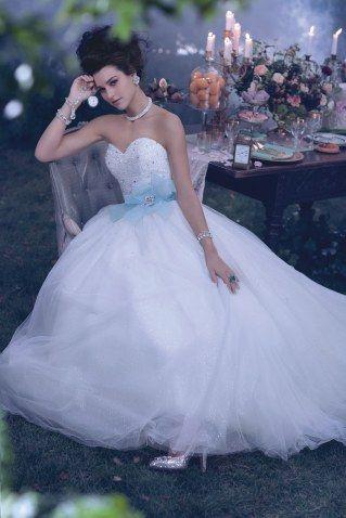 OMG, es gibt Brautkleider von DISNEY und wir LIEBEN sie ...