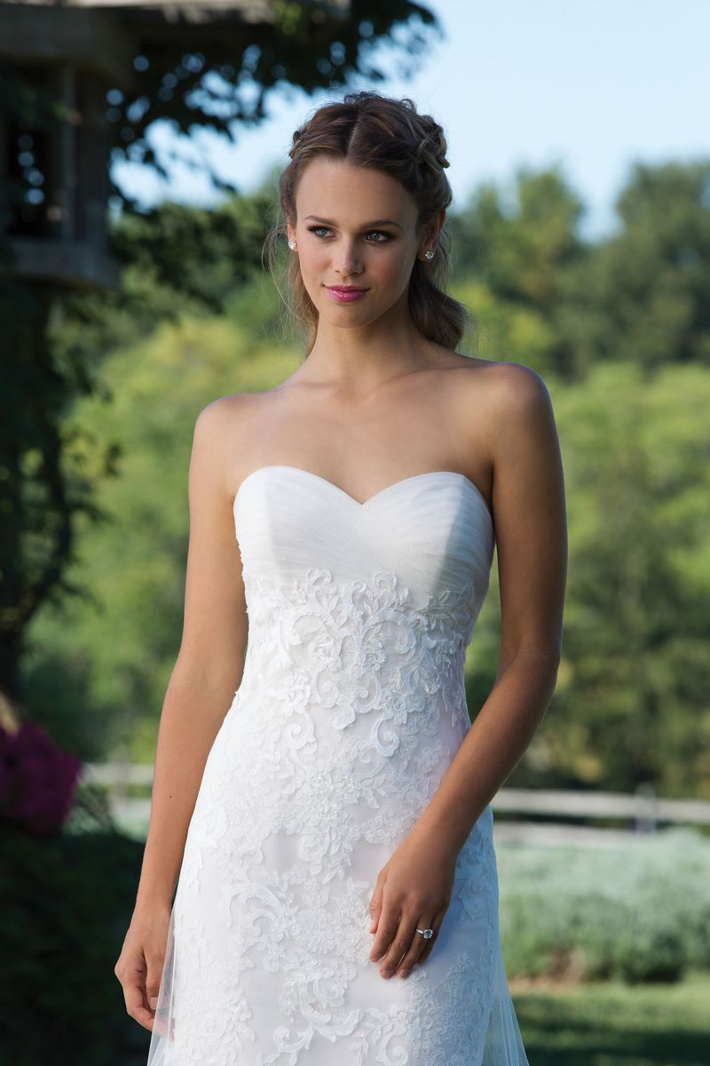 3979 Lazaro Bridesmaid Dresses