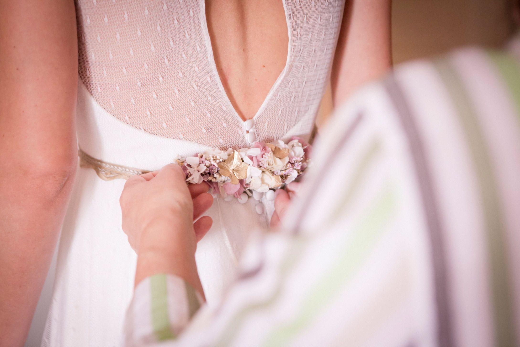 Adorno de flores naturales para vestido de novia :: flower corsage ...
