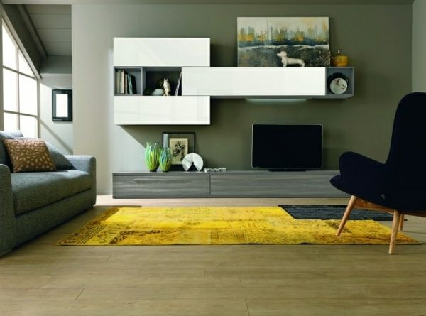 warme Farben im Wohnzimmer Gestaltungsideen Dachbodenwohnung ...