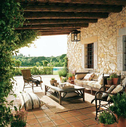 Porche en madera, piedra y jazmín · ElMueble · Casa sana