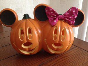 Amazon.com : Disney Mickey and Minnie Mouse Electric Light Up Halloween Pumpkin : Outdoor Decor : Patio, Lawn & Garden
