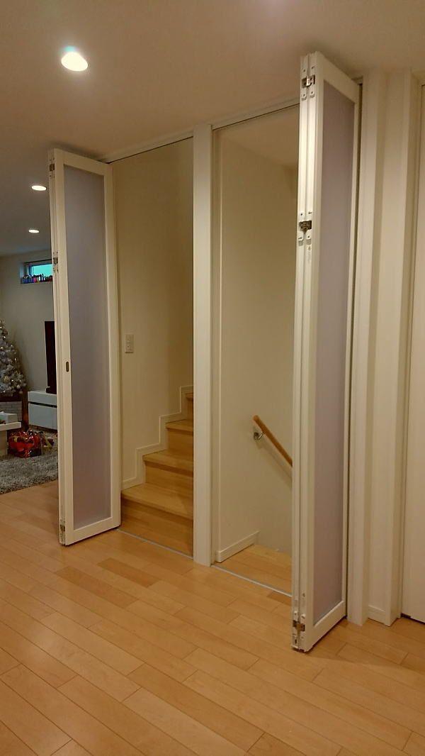 パネルの間仕切り リビング階段口に折れ戸の取付事例 リビング