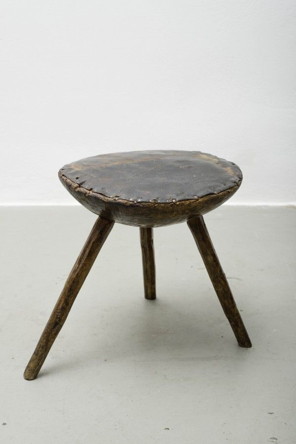 Tschechisches Wohndesign / Leather top table
