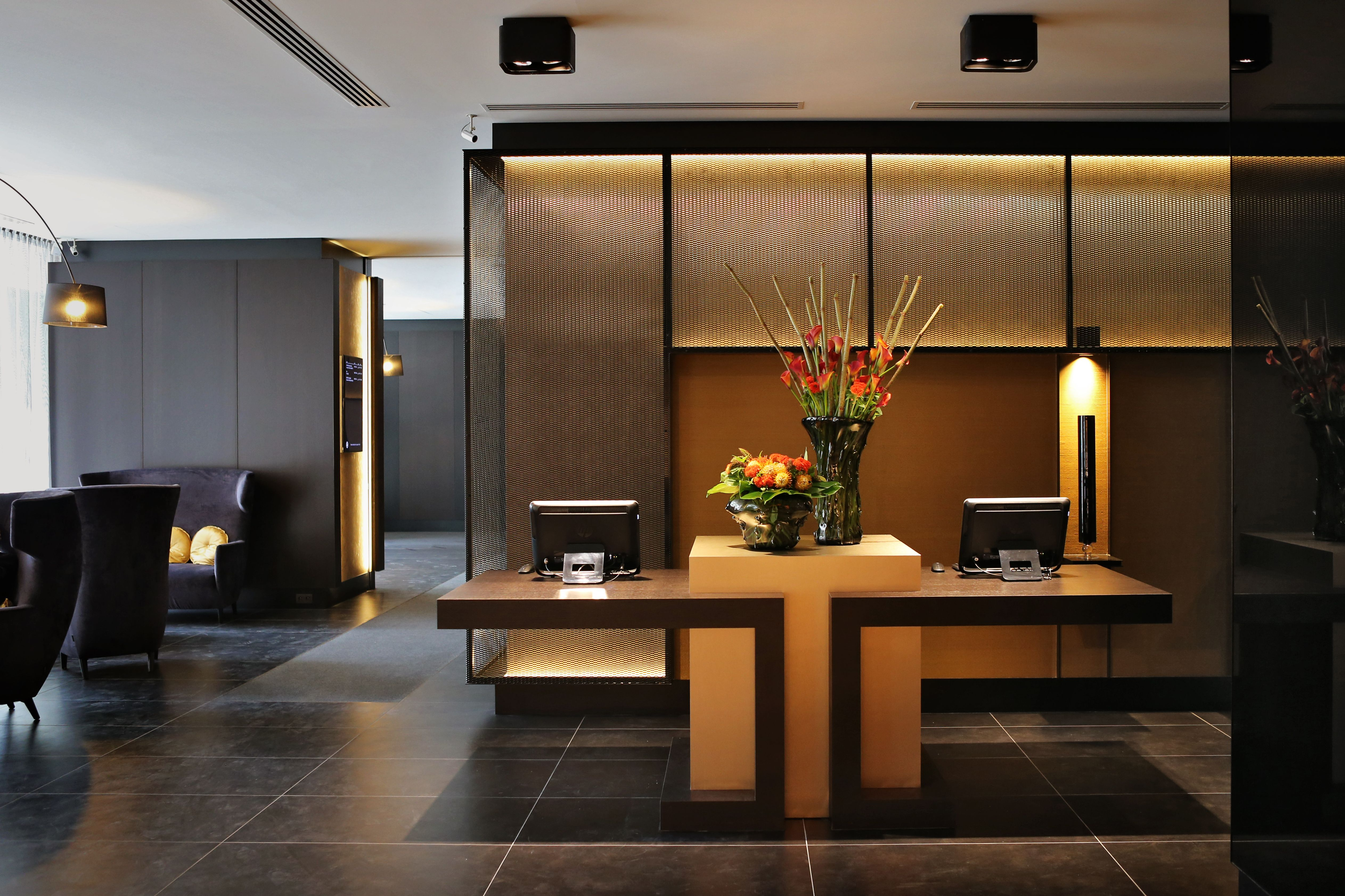 Lobby hotel brussels reception desk millwork and backdrop