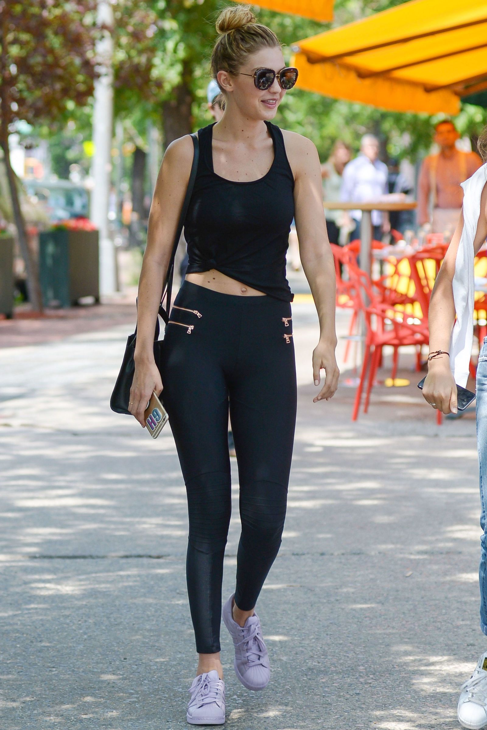 29e61a4178 15 Times Kendall Jenner and Gigi Hadid Looked Flawless in Gym Clothes -  Cosmopolitan.com