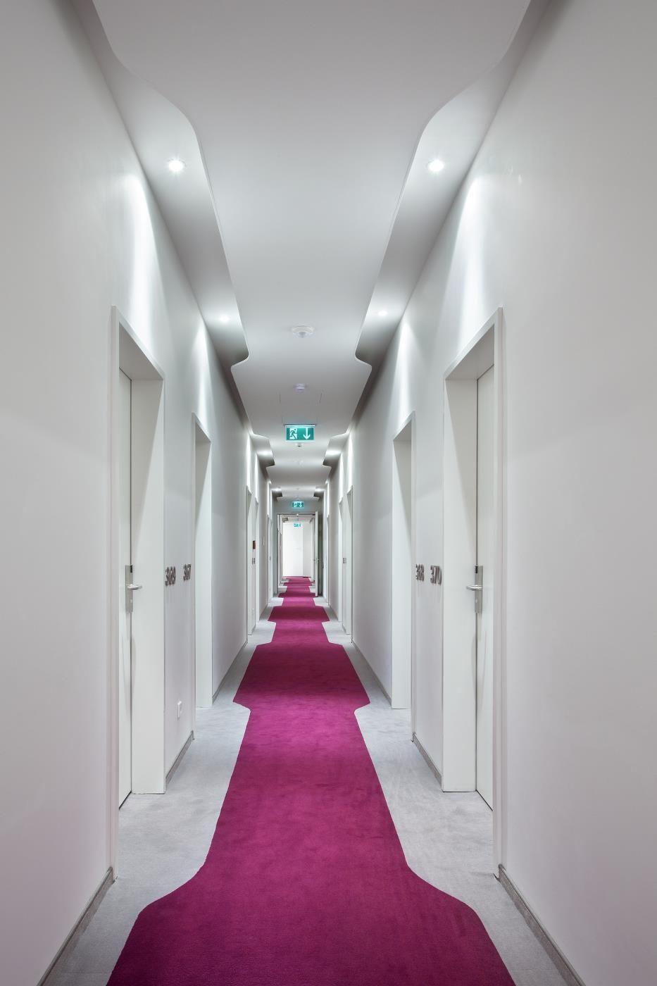 Pingl par cindy levesque sur couloirs bo pinterest couloir hall et moquette - Tapis hall d immeuble ...