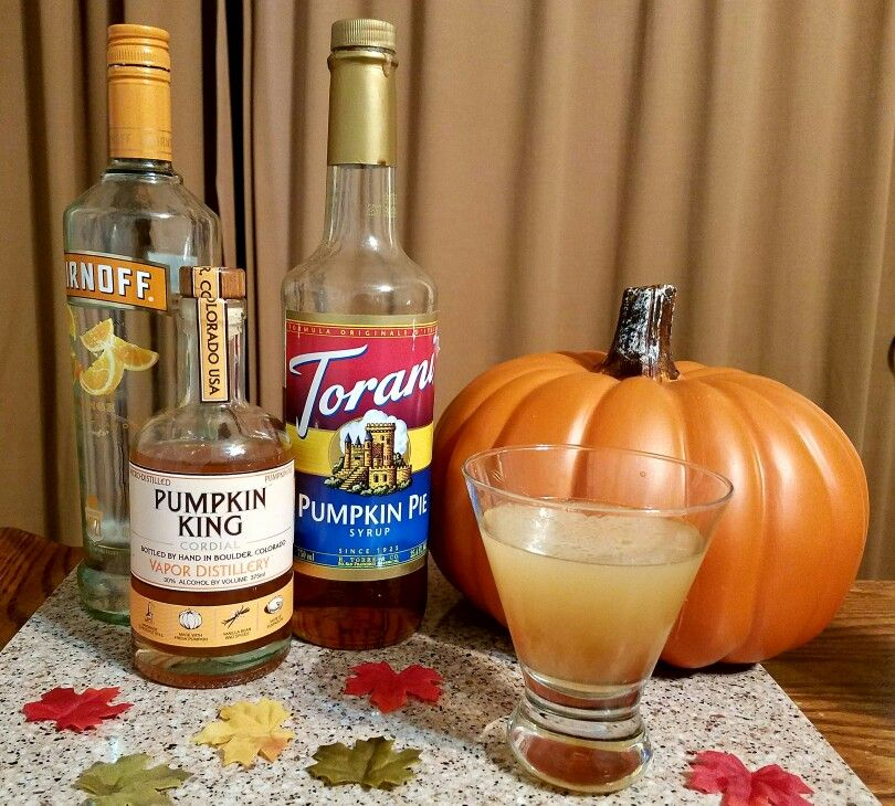 #Pumpkin #Martini! Our #SignatureDrink for #Thanksgiving. #Orange #Vodka, pumpkin #liquor, #PumpkinSpice #coffee #syrup, #SimpleSyrup. All equal parts. We recommend #PumpkinKing #liquors from #Boulder owned #Vapor #Distillery. #HappyThanksgiving . . #Yummy #food #recipe #eat #family #cocktails #mixology #drinks #shots #dinner #booze #bartender #alcohol #bourbon #whiskey #tequila #scotch #gin #rum