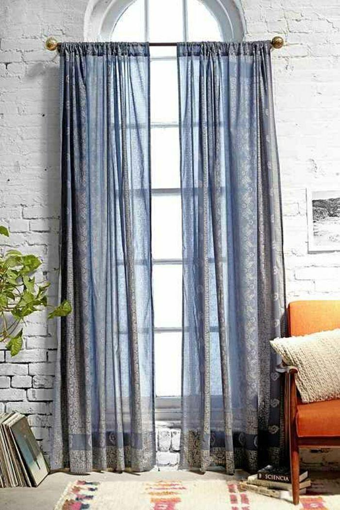 elegante lange Gardinen in blauer Farbe mit interessantem Muster - gardinen muster für wohnzimmer