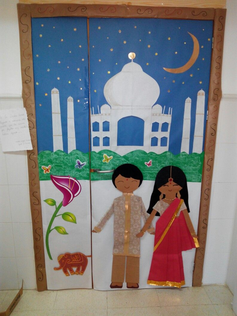 Puerta con decoraci n hind india culturas del mundo for Decoracion puerta aula infantil