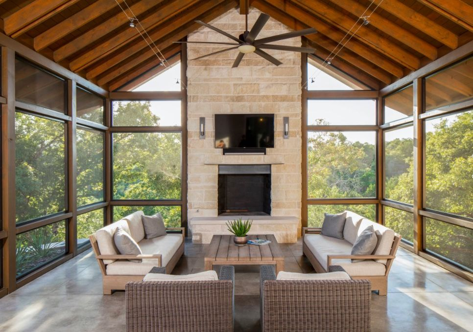 Isn T This The Coolest Screened In Porch Ever Vaulted Ceilings Giant Ceiling Fans A Tv A Fireplace An House With Porch Porch Design Screened Porch Designs
