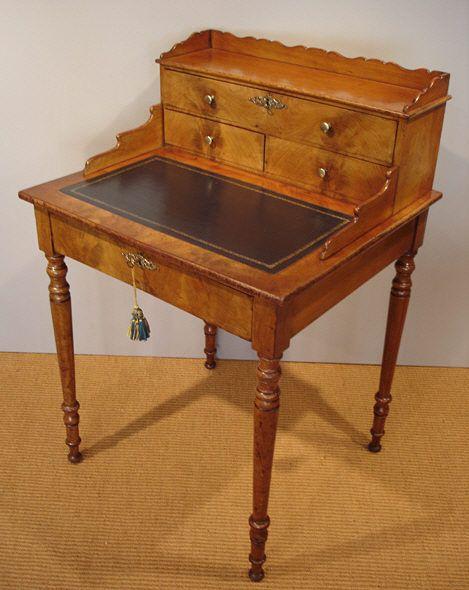 Bonheur du jour / Antique mahogany ladies writing desk - Bonheur Du Jour / Antique Mahogany Ladies Writing Desk Interior