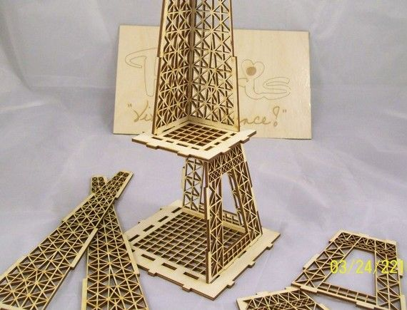 eiffel tower puzzle gift box with paris and vive la france. Black Bedroom Furniture Sets. Home Design Ideas