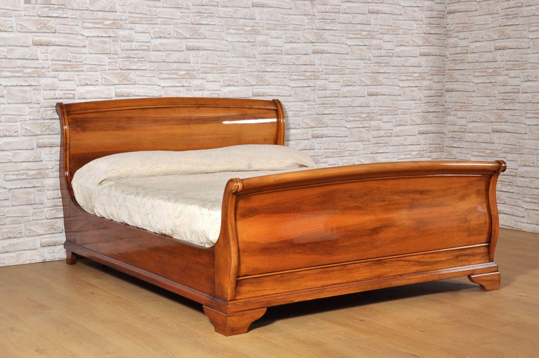 letto a barca sagomata e bombato costruito in legno pregiato di noce ...