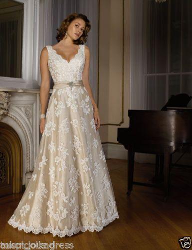 New Vintage V Neck Bridal Gown Champagne Lace Applique Wedding