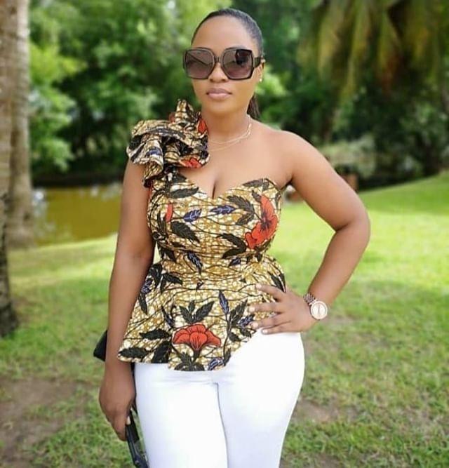 Épinglé par johnson irene sur camisole pagne en 2020   Mode africaine, Vetement africain, Mode