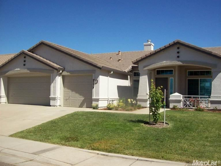 9279 Brown Rd Elk Grove Ca 95624 Perry Ranch Perfection Home Features Wide Open Design With 10 Foot Ceilings An Estate Homes Refinished Vanity Guest Bath