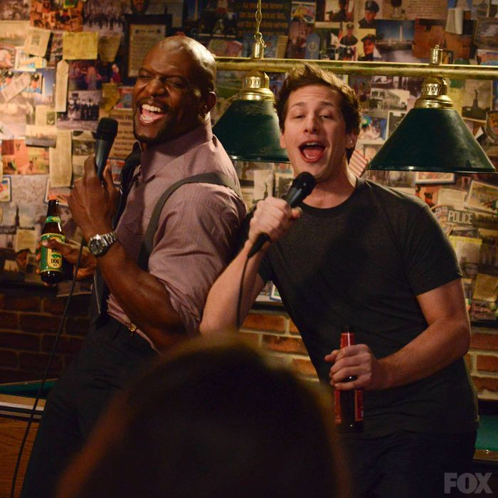 Sgt Jeffords And Peralta Perform Karaoke After Numerous Drinks
