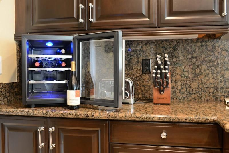 Best Small Wine Cooler Top Small Wine Fridge Picks 2019 Wine Blog Small Wine Cooler Small Wine Fridge Thermoelectric Wine Cooler