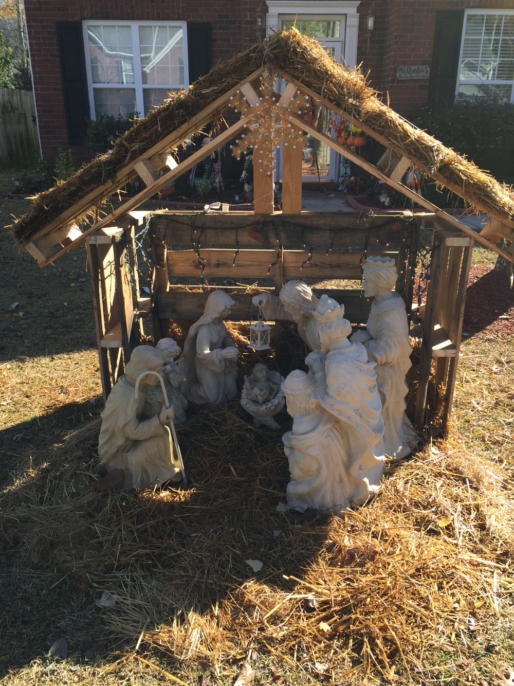 How To Build A Manger Out Of Pallets