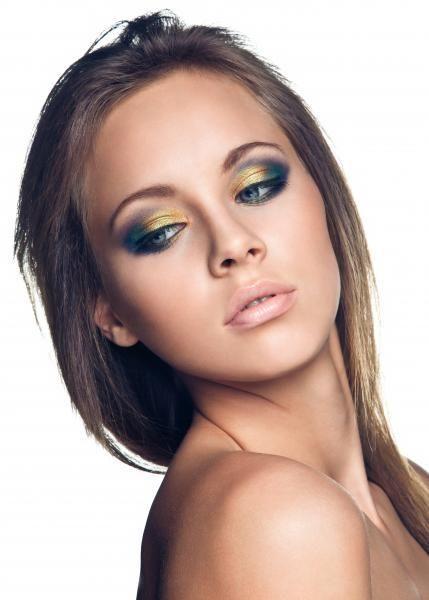 Die aktuelle Germany's next Topmodel-Kandidatin Kasia vor unserer Linse. Wir haben der Beauty ein kunterbuntes Make-up verpasst. Das Video dazu findet ihr hier: http://youtu.be/JoFNkXJzFi0