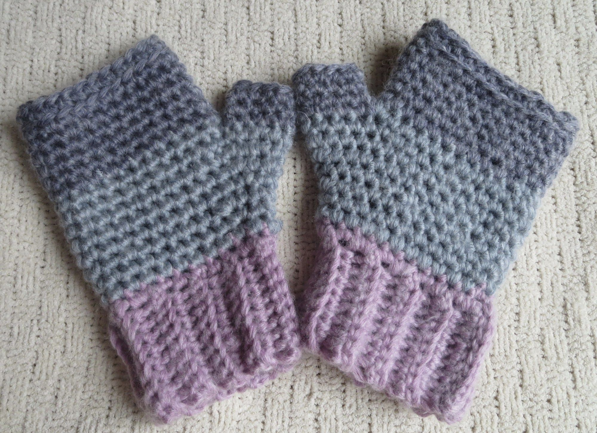 Create easy crochet fingerless gloves with this easy free pattern ...