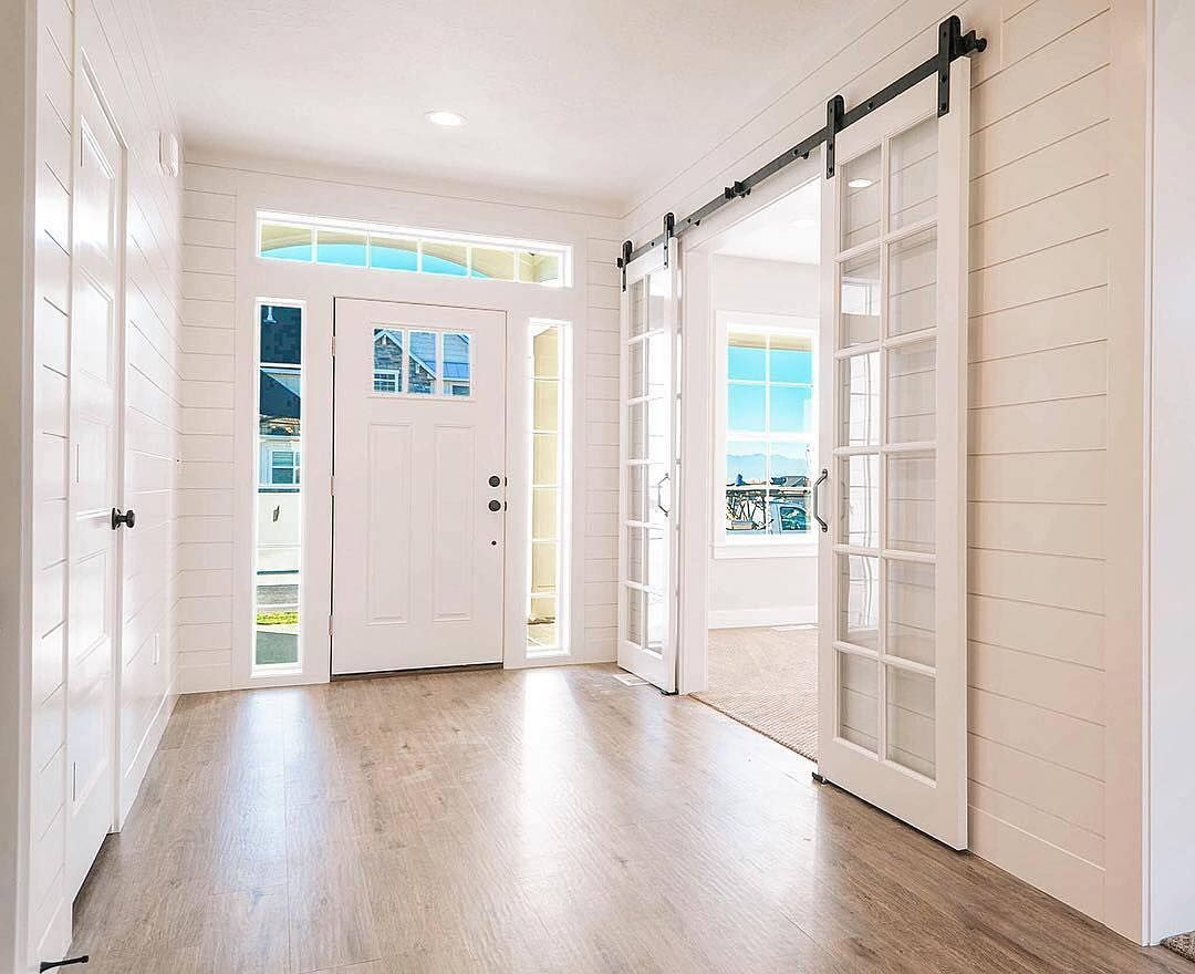 mIllhavenhomes sure knows how to make an entrance. Love the transom ...