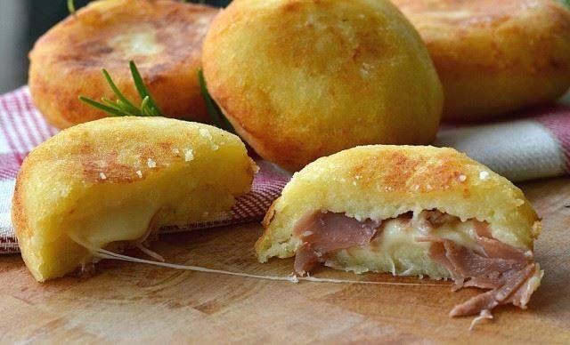 BOMBES DE POMMES DE TERRE RAPIDE :  Ingrédients :  200 grammes de pommes de terre déjà cuites et en purée 100 g de farine 2 cuillères à café de levure chimique sel 2 cuillères à soupe de parmesan Pour la farce (vous pouvez utiliser ce que vous voulez) 3 tranches de jambon provolone doux ( fromage italien ) huile de cuisson (de maïs ou d'arachide)  Préparation :  Mettre la purée de pomme de terre dans un bol et ajouter le sel, le parmesan, la levure et la farine. Pétrir jusqu'à ob