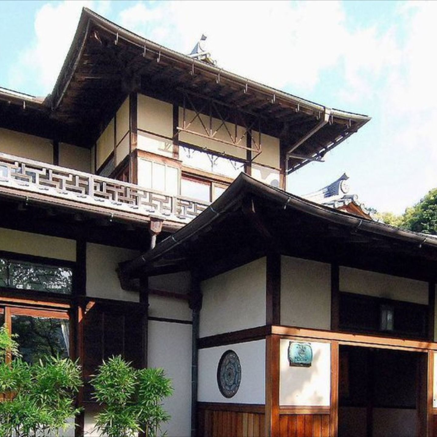 Few things encapsulate the Japanese cultural experience as much as staying in a #ryokan does. Click to explore eight of the greats in #kyoto  #culturetrip #forcurioustravellers #explorekyoto #explorejapan #japaneseculture #kyotoplacestostay #kyotoryokan