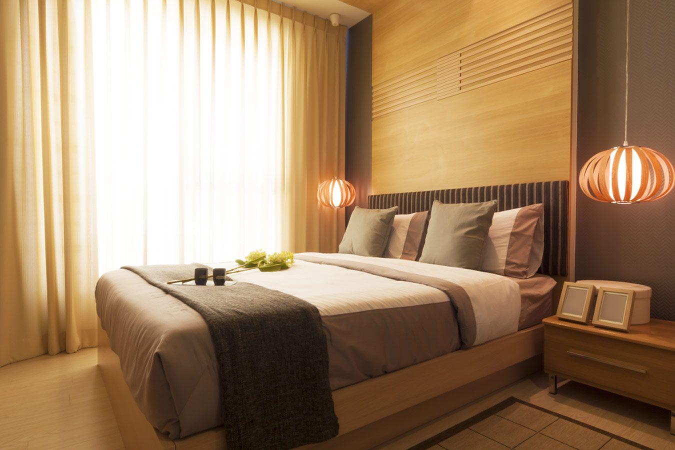 landelijke slaapkamer met houten hanglampen | Ideeën voor het huis ...