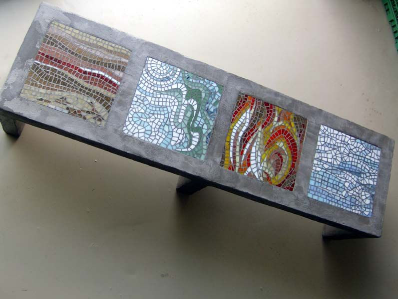 Table basse imitation b ton mosa que en p te de verre table mosaique pin - Table jardin mosaique ...