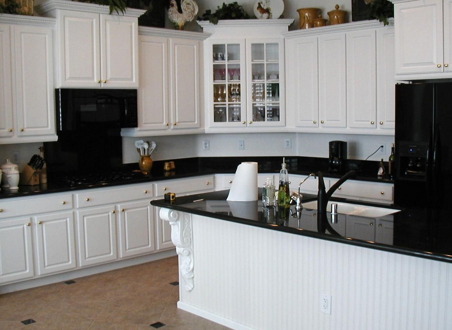 White Kitchen Cab With Black Countertop Decorate Ideas In Replac In 2020 Antique White Kitchen Cabinets Kitchen Cabinets With Black Appliances Black Appliances Kitchen