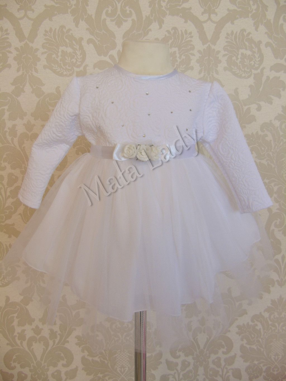 a8b691bf55 Sukienka róża do chrztu wykonana z białej dzianiny żakardowej w kwiaty  połączona z podwójnym tiulem.