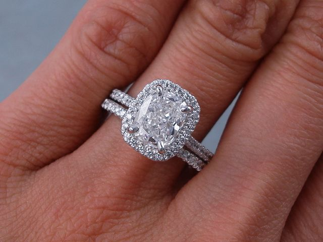 2 00 Ctw Cushion Cut Diamond Engagement Ring And Matching Wedding Band Set It Has An