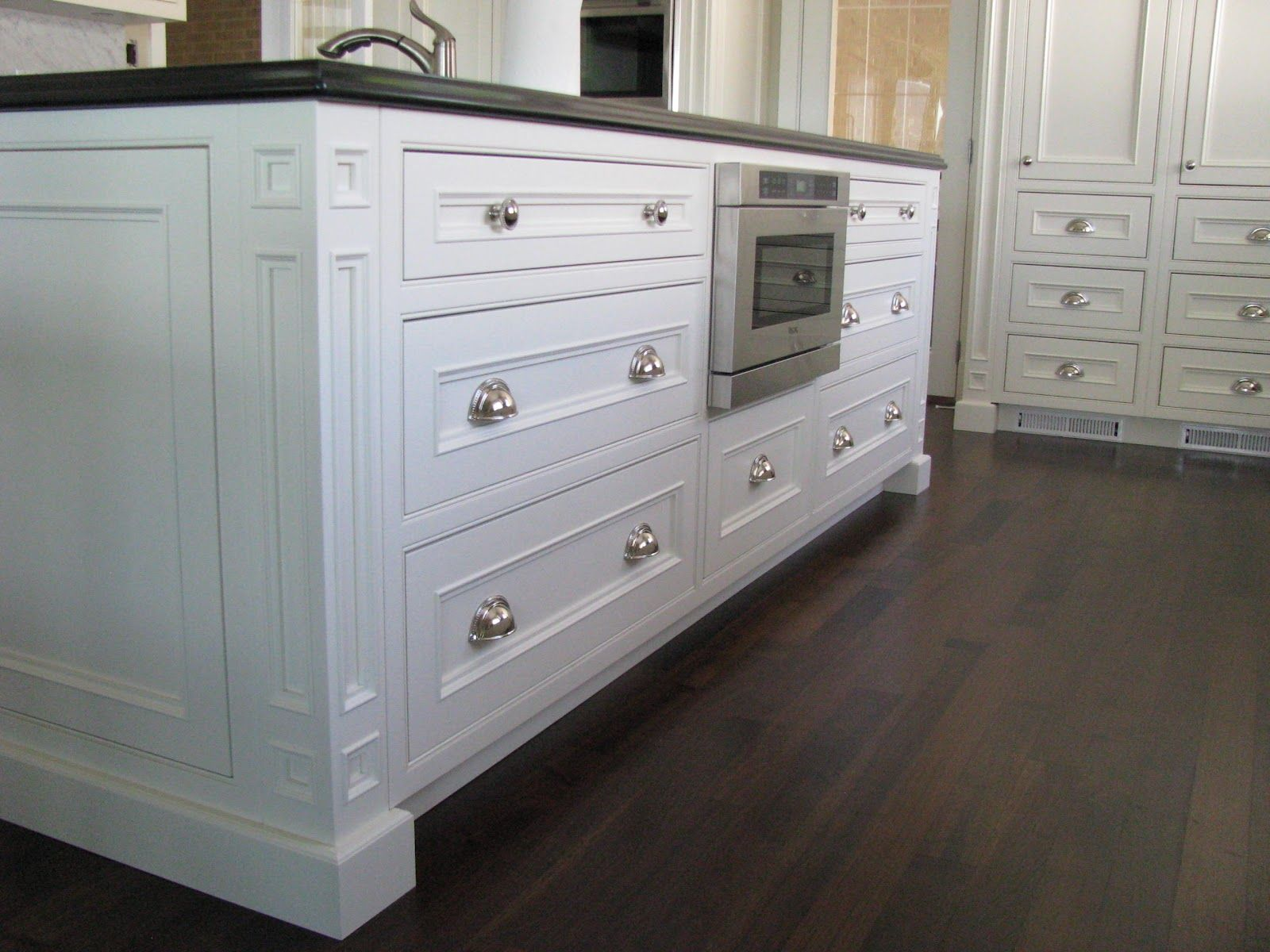 5-piece drawers, no counter top reveal, lots of drawers