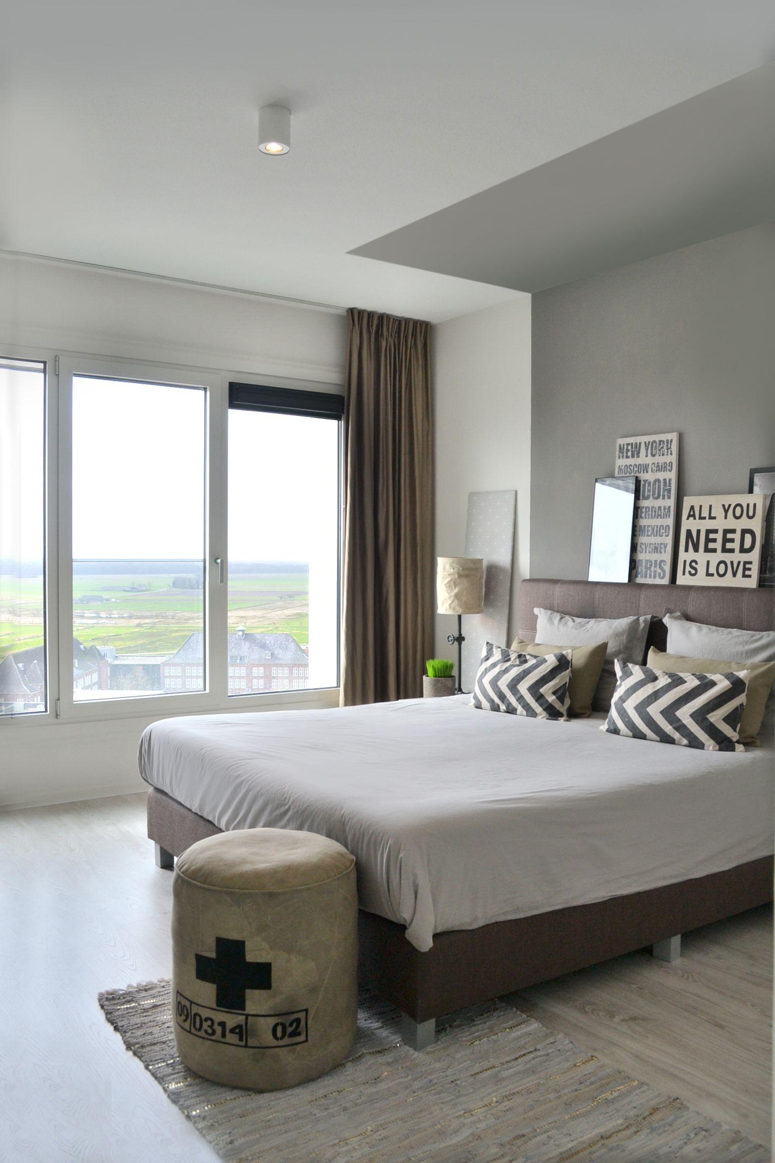 slaapkamer design forever home retro kussens grijstinten gerecycled ...